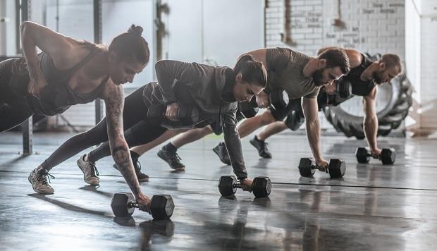 Занятия кроссфитом в группе