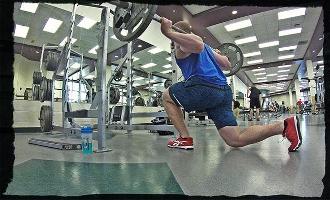 Польза упражнения выпады со штангой