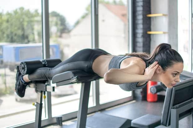 Гиперэкстензия для развития мышц поясницы