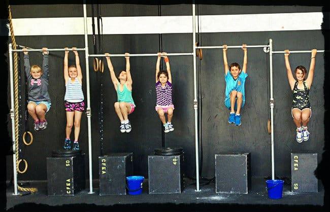 Упражнения на турнике для детей