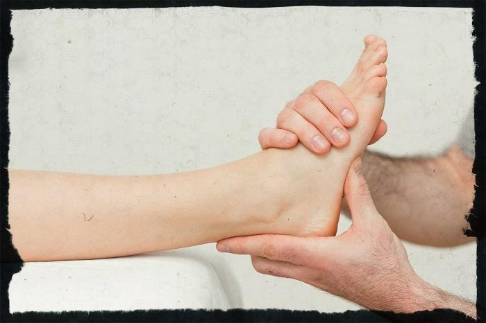 Вывих ноги в районе стопы: симптомы, что делать