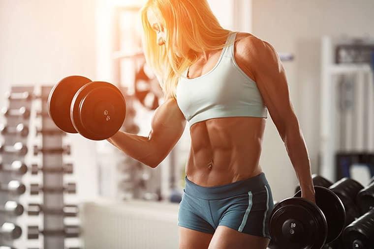 Может ли девушка набирать мышечную массу и сушится одновременно