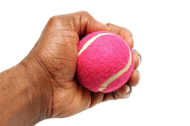 Сжатие кистью теннисного мячика