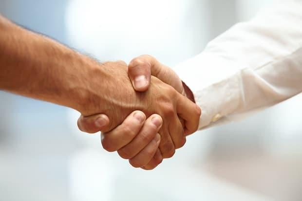 Сдавливающий хват кисти руки