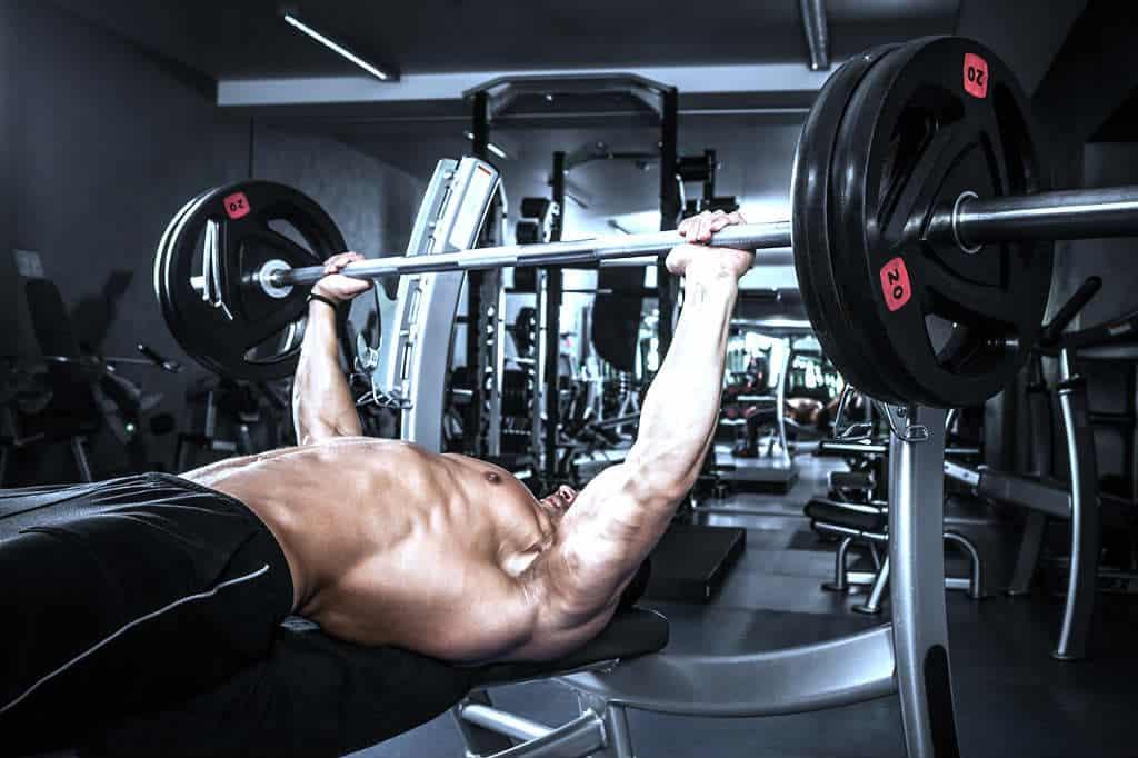 Как с помощью штанги накачать грудные мышцы