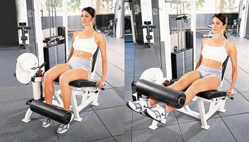 Сгибание и разгибание ног на тренажере для прокачки мышц