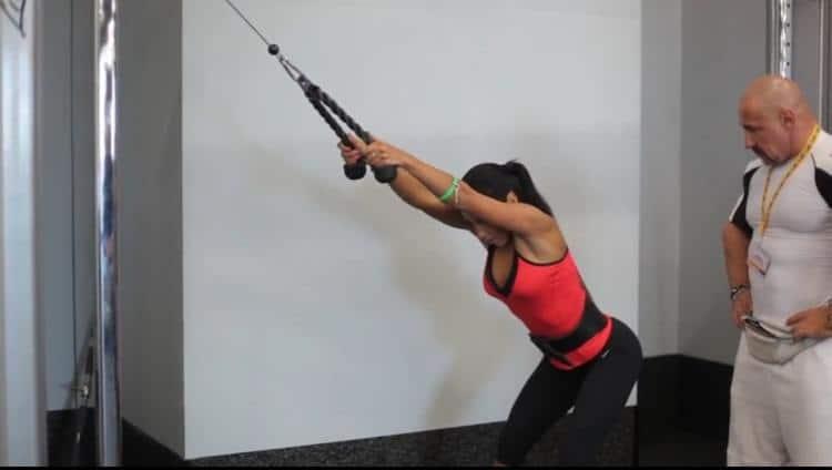 Тяга кроссовера отличное упражнение для спины