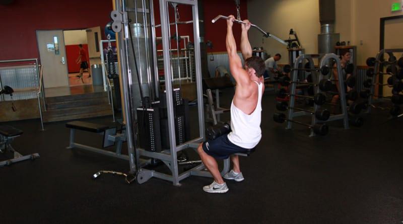 Тяга верхнего блока обратным хватом отличное упражнение для прокачки спины