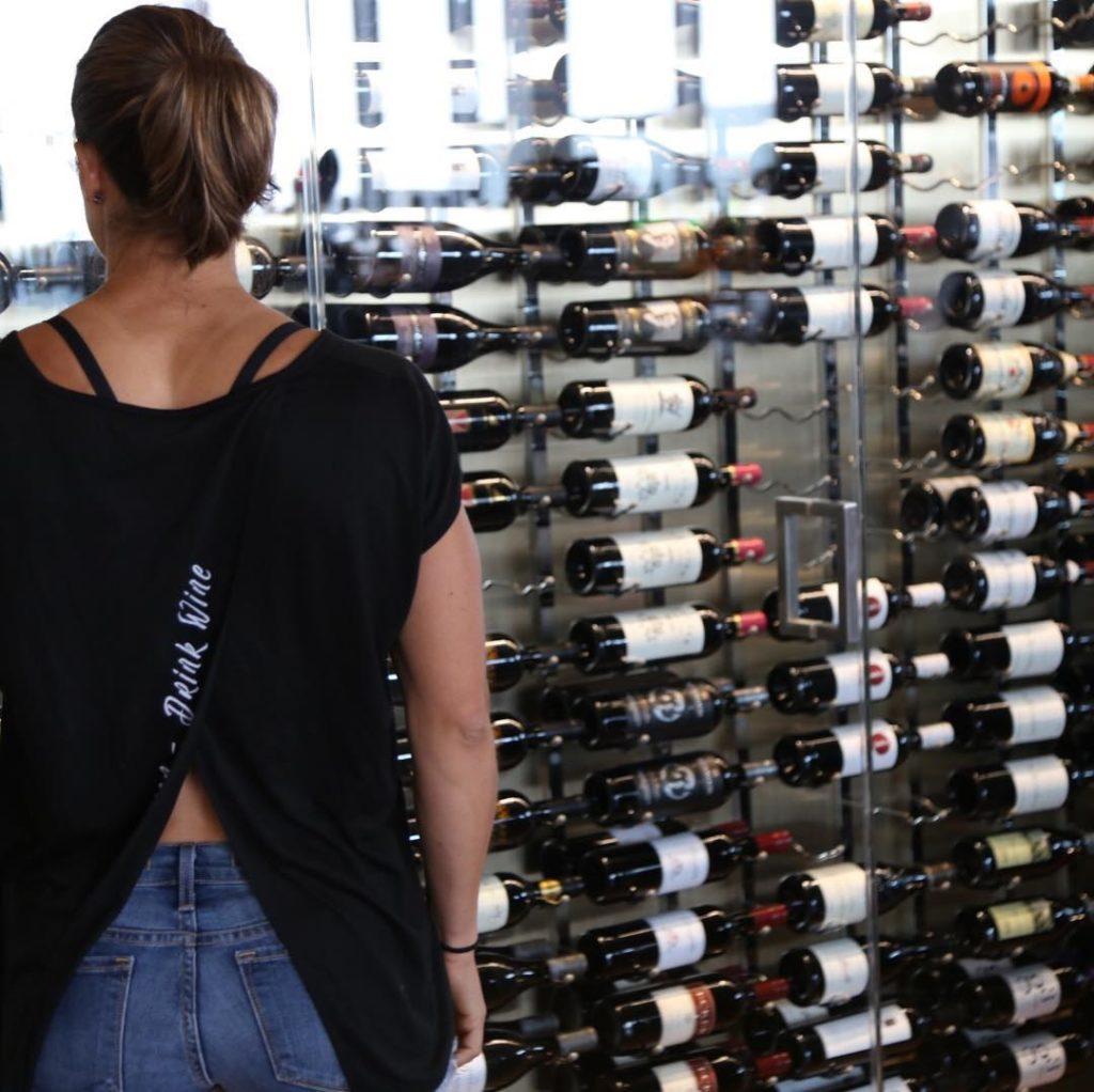 Марго Альварес в винодельне