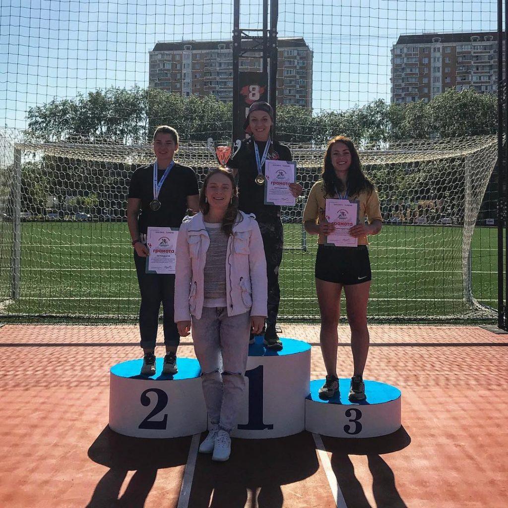 Девушки-победительницы в категории 18-34
