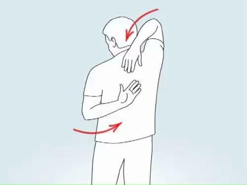 Растяжка трицепсов и плеч