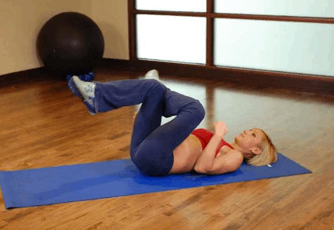 Растяжка ягодичных мышц лежа на полу