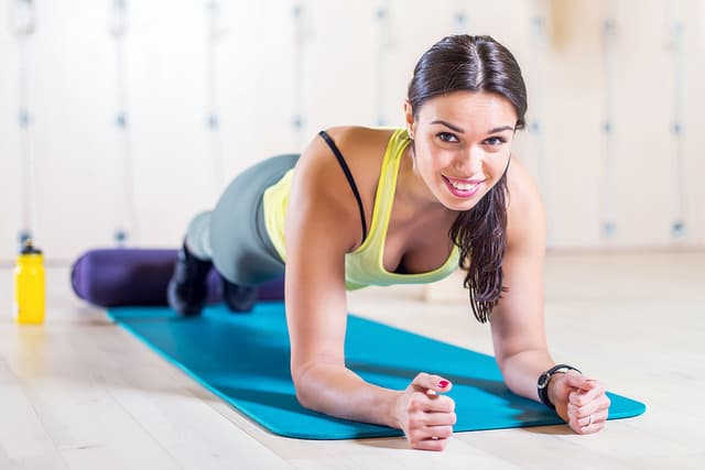 Как правильно выполнять планку чтоб не болела спина