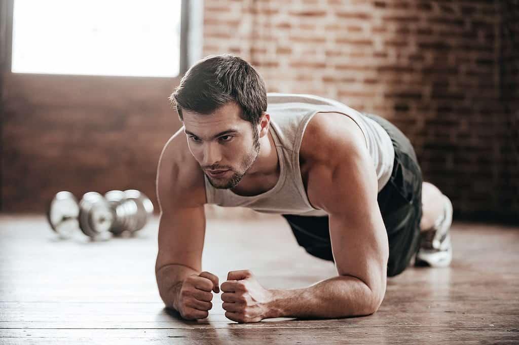 Почему после планки может возникать боль в спине