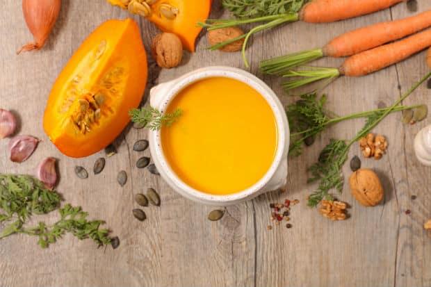 тыквенное пюре, морковка с ботвой