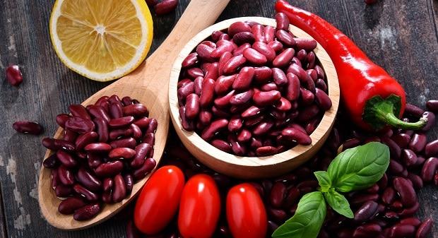 красная фасоль, помидоры, перец и лимон