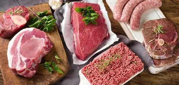 говяжий фарш, мясо и колбаски