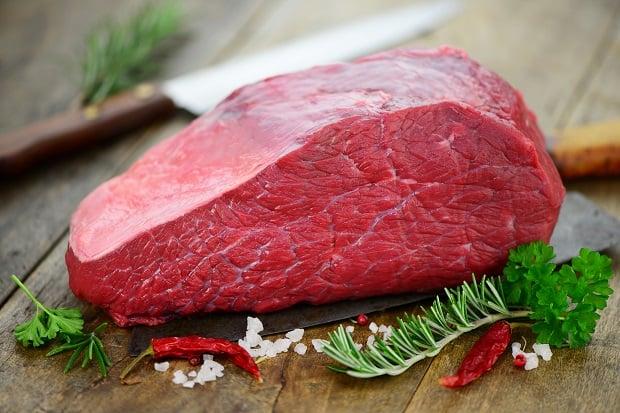 кусок свежей говяжьей мякоти