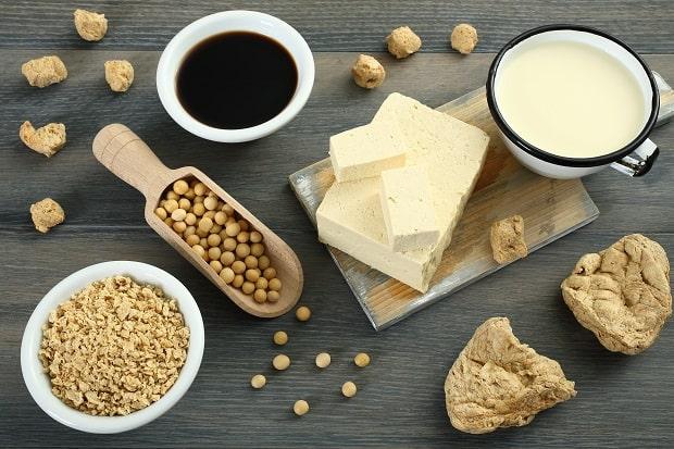 соевый сус, зерна и хлопья сои