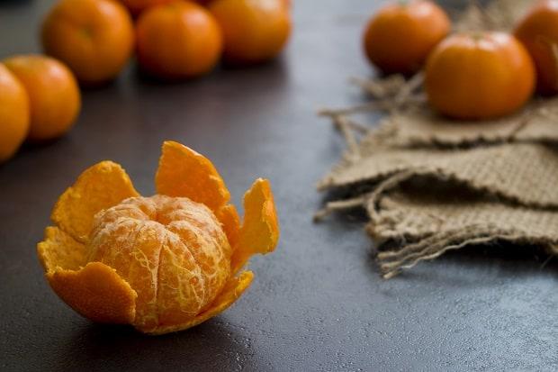 мандарин с очищенной кожурой