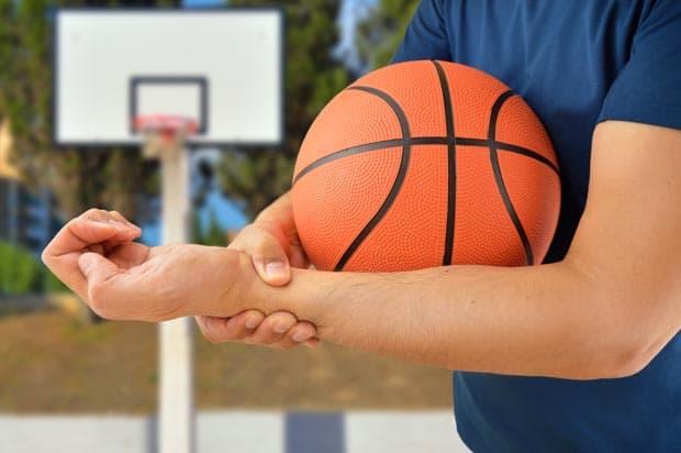 Признаки и лечение вывиха кисти руки