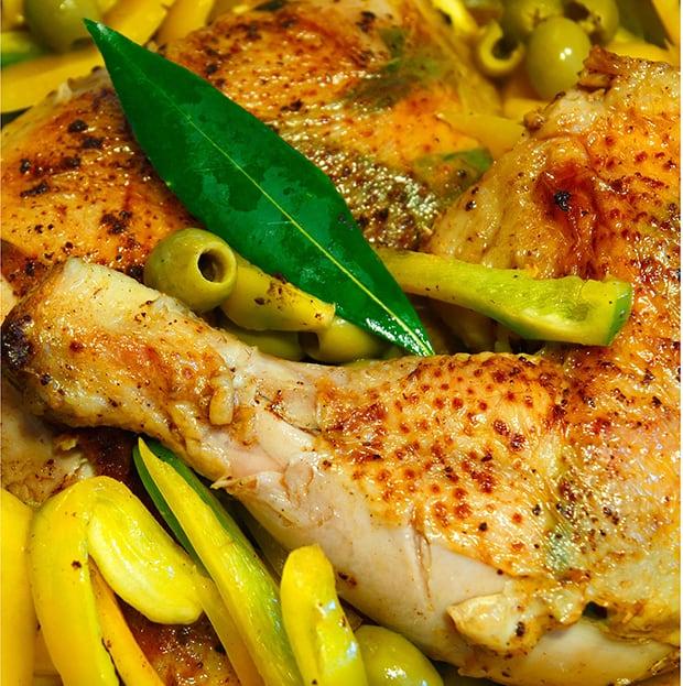куриные ножки с перцем и оливками