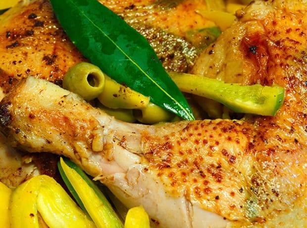 курица по-итальянски с перцем и оливками