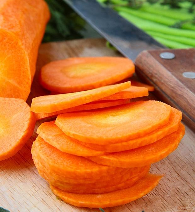 нарезанная кружочками морковка