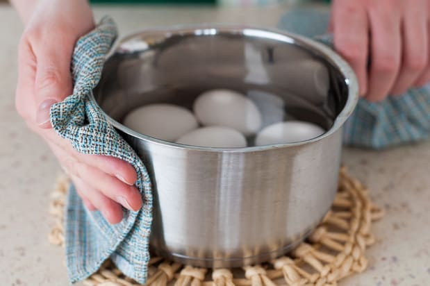 яйца в кстрюле с водой