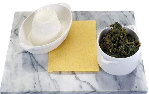 листы лазаньи, отварной шпинат, сыр