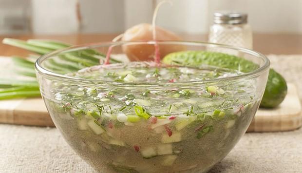 овощная окрошка на воде в тарелочке