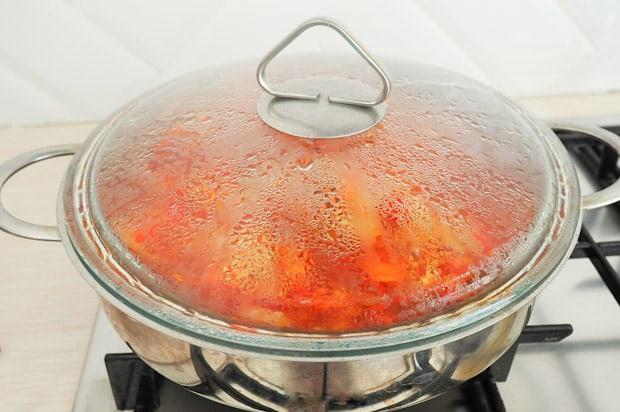 Протушите овощное рагу до готовности