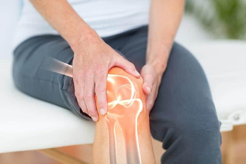 Больное колено у человека