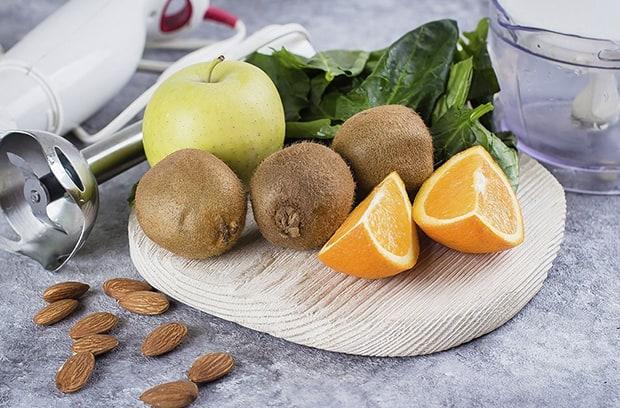 апельсины, киви, яблоки, шпинат, миндаль