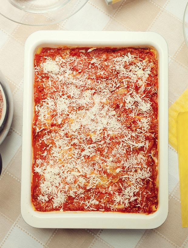 лазанья с томатным соусом и пармезаном