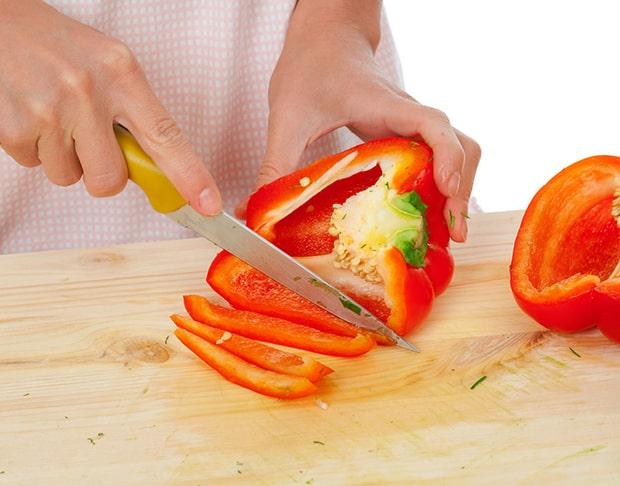 болгарский перец нарезается соломкой