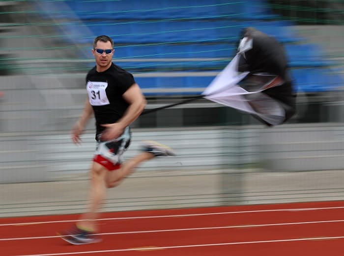 Бег с парашютом
