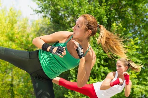 Тренировка по тай-бо на свежем воздухе