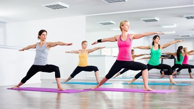Занятия йогой в фитнес-центре